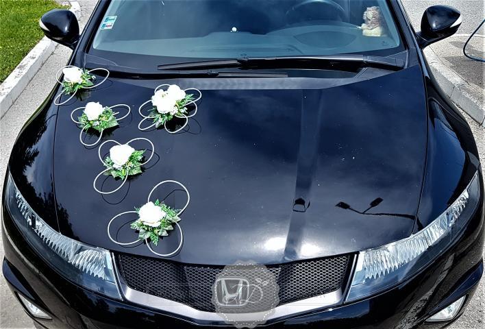 svadobna vyzdoba auta